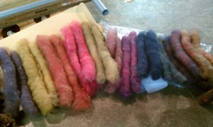 Naturally dyed handcarded rolags